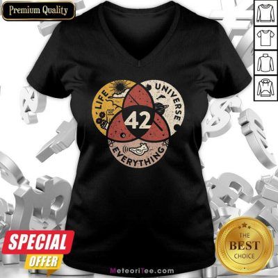 42 The Answer To Life Universe And Everything V-neck - Design By Meteoritee.com