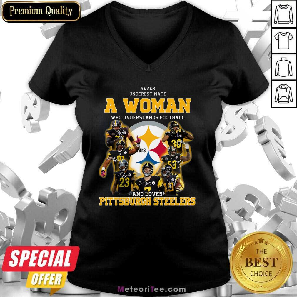 Never Underestimate A Woman Who Understands Football And Loves Pittsburgh Steelers V-neck - Design By Meteoritee.com
