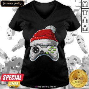 Video Game Controller Santa Hat Christmas V-neck - Design By Meteoritee.com
