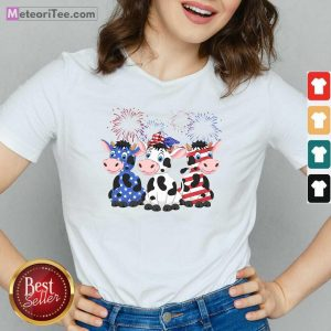 Cows Blue White Red American Flag V-neck- Design By Meteoritee.com
